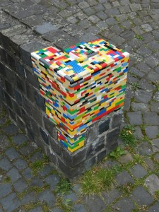 13-jan-street_art_5_lego